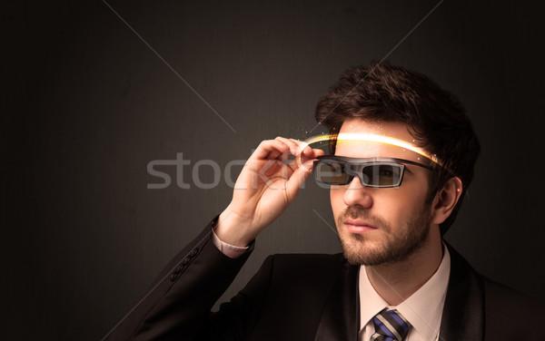 Zdjęcia stock: Przystojny · mężczyzna · patrząc · futurystyczny · wysoki · tech · okulary