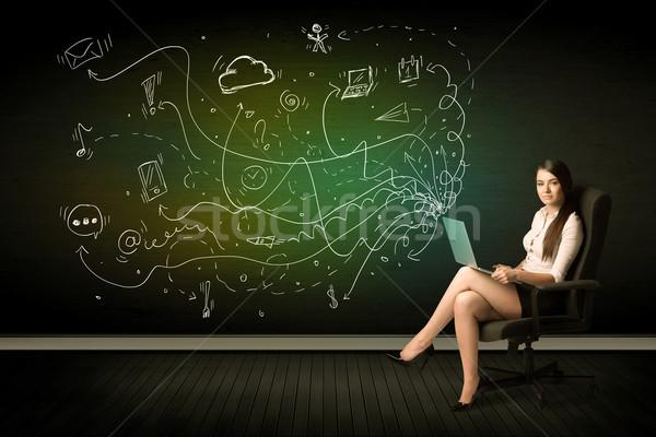 Stockfoto: Zakenvrouw · vergadering · stoel · laptop · media