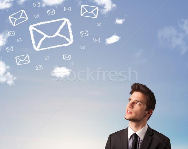 Foto d'archivio: Imprenditore · guardando · mail · simbolo · nubi · cielo · blu
