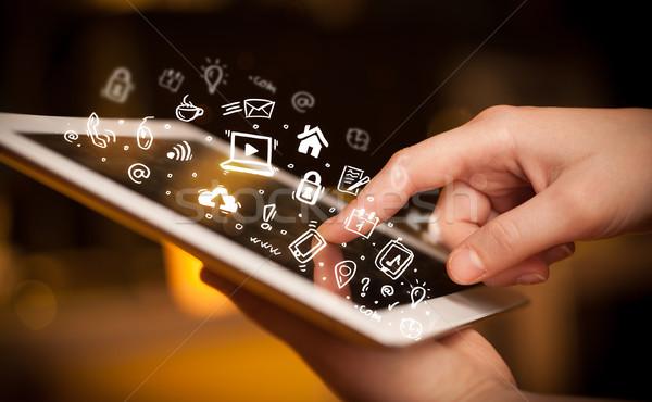 Ujj mutat táblagép közösségi média kéz megérint Stock fotó © ra2studio