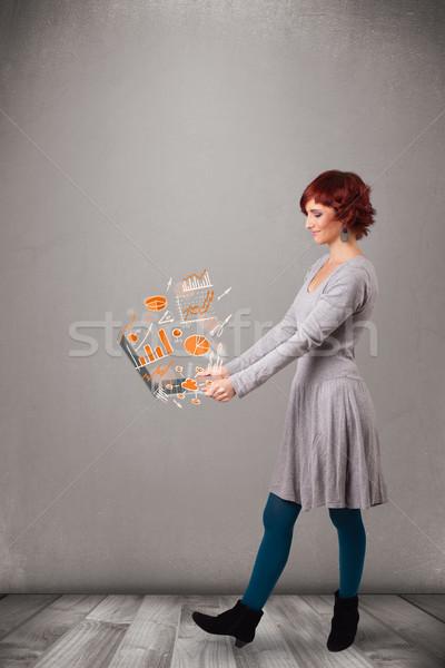 美麗 女士 筆記本 統計 商業照片 © ra2studio