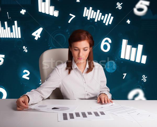 Jovem empresária sessão secretária diagramas estatística Foto stock © ra2studio