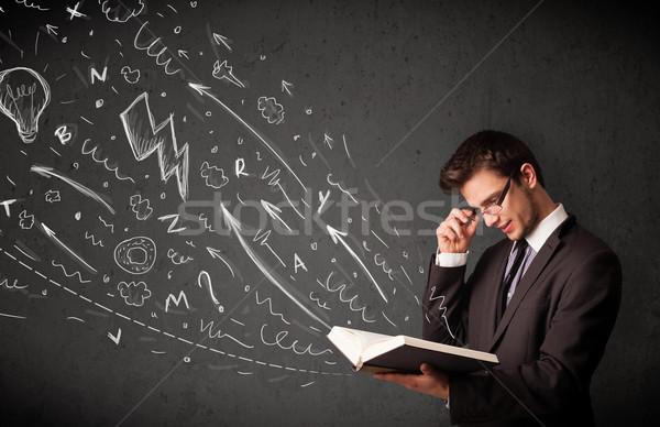 Joven lectura libro dibujado a mano fuera trabajo Foto stock © ra2studio