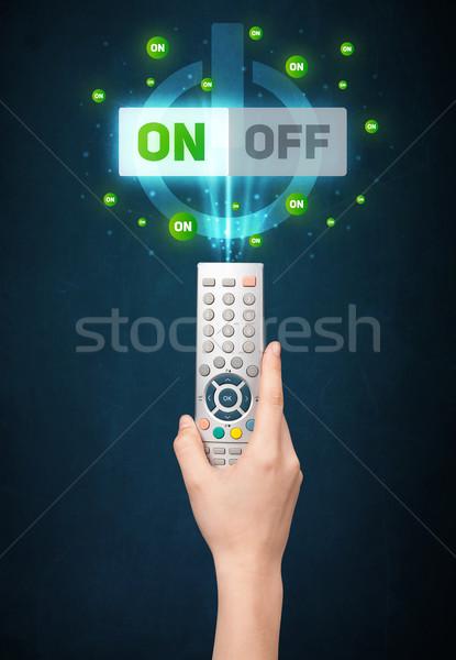 Main télécommande signal sur technologie Photo stock © ra2studio