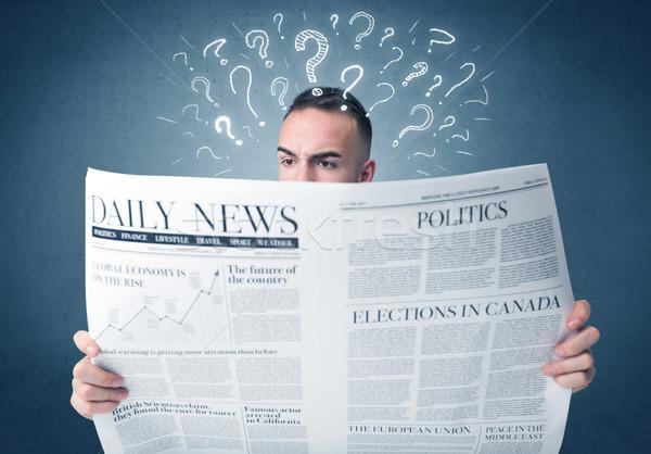 Empresário leitura jornal jovem confuso diariamente Foto stock © ra2studio