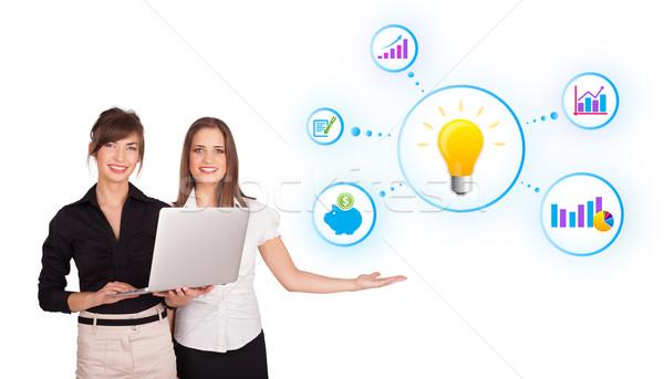 Stock fotó: Gyönyörű · fiatal · nők · bemutat · villanykörte · színes · diagramok