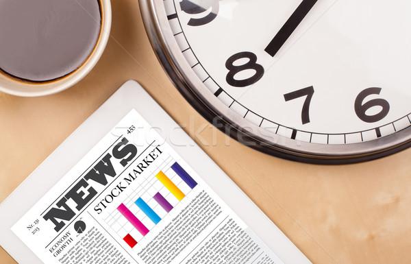 Nieuws scherm beker koffie bureau Stockfoto © ra2studio