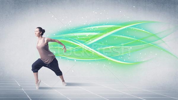 Hip hop dansçı poz yeşil hatları iyi görünümlü Stok fotoğraf © ra2studio