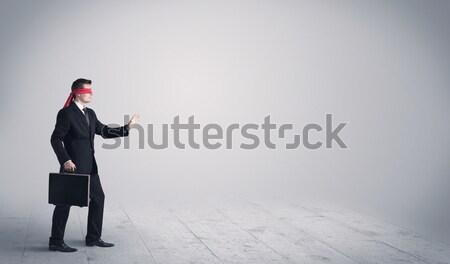 Fiatal üzletember áll zavart meglepődött eladó Stock fotó © ra2studio