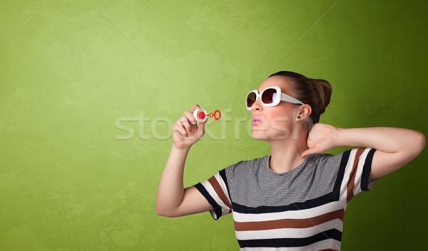 Mooie vrouw zeepbel exemplaar ruimte groene vrouw Stockfoto © ra2studio
