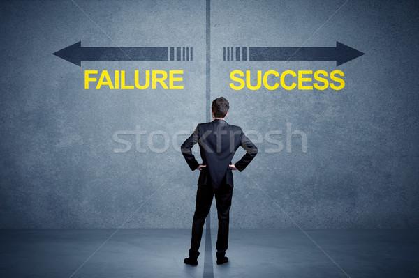 Zakenman permanente succes mislukking pijl Stockfoto © ra2studio