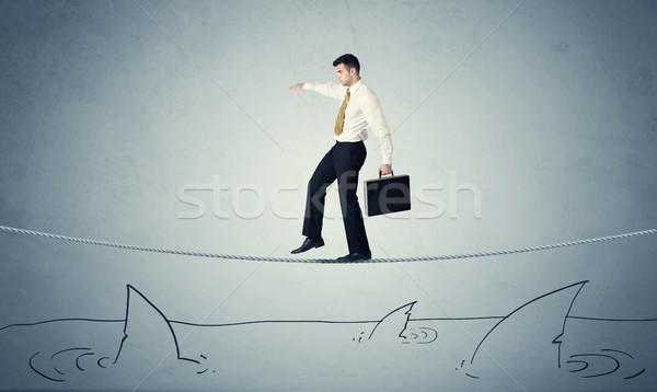 Stockfoto: Zakenman · lopen · touw · boven · haaien · dapper
