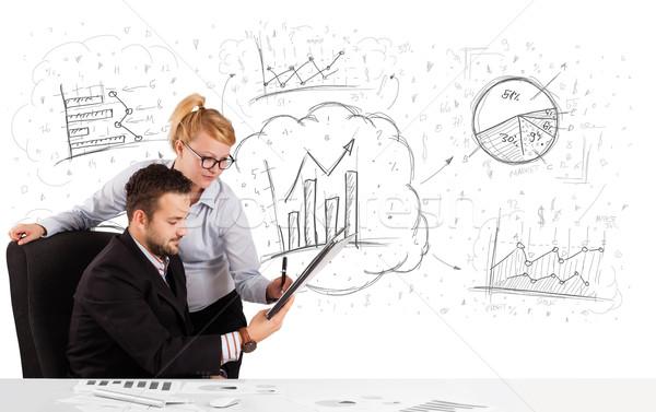 ストックフォト: ビジネスマン · 女性 · 座って · 表 · 手描き · グラフ