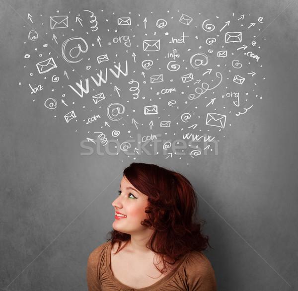 Genç kadın düşünme sosyal ağ simgeler üzerinde kafa Stok fotoğraf © ra2studio