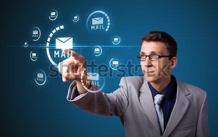 Zdjęcia stock: Biznesmen · nowoczesne · działalności · typu · przyciski