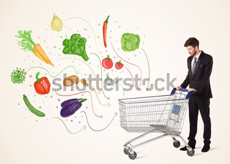 Biznesmen koszyk warzyw popychanie zdrowych na zewnątrz Zdjęcia stock © ra2studio