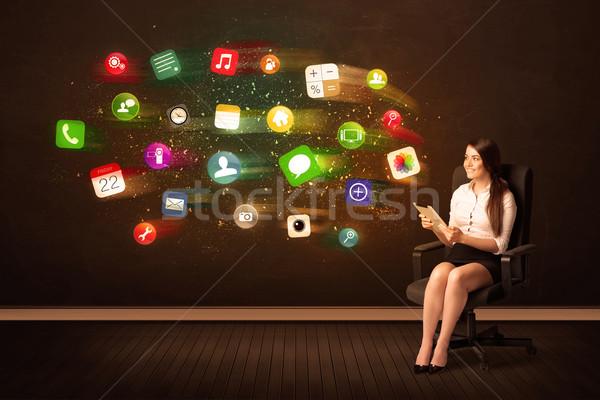 Stockfoto: Zakenvrouw · vergadering · bureaustoel · tablet · kleurrijk · app
