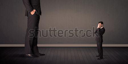 Wenig Riese Chef Beine Mann Hintergrund Stock foto © ra2studio