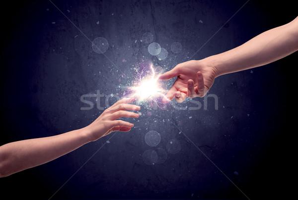Foto stock: Mãos · luz · faísca · dois · masculino · outro