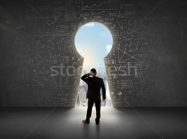 Iş adamı bakıyor anahtar deliği parlak Cityscape iş Stok fotoğraf © ra2studio