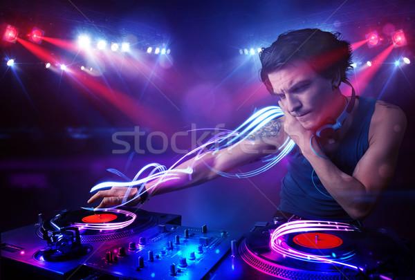 Disc-jockey jouer musique lumière poutre effets Photo stock © ra2studio