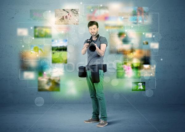 Fotograaf foto's verleden jonge amateur professionele Stockfoto © ra2studio