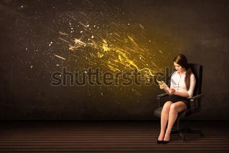 Kobieta interesu laptop energii wybuchu działalności biuro Zdjęcia stock © ra2studio