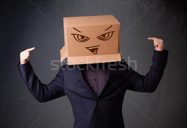Junger Mann gestikulieren Karton Kopf Bösen stehen Stock foto © ra2studio