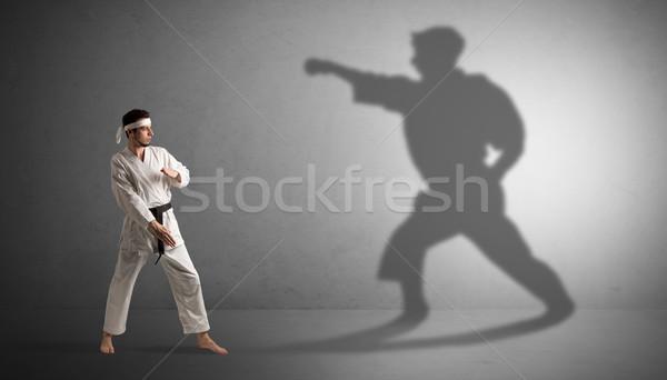 Karate man eigen schaduw jonge lichaam Stockfoto © ra2studio