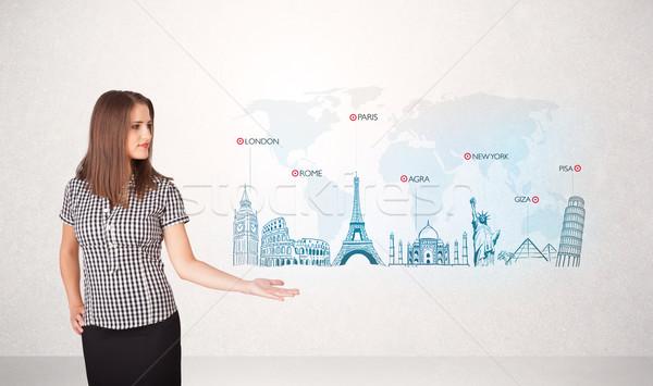 Donna d'affari mappa noto città mano Foto d'archivio © ra2studio