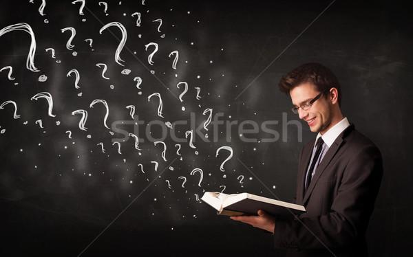 Genç okuma kitap soru işaretleri dışarı karışık Stok fotoğraf © ra2studio
