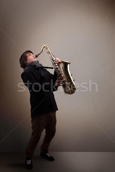 Jovem músico jogar saxofone bonito música Foto stock © ra2studio