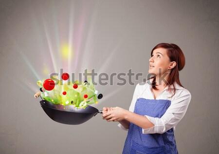 Zdjęcia stock: Młoda · kobieta · gotowania · świeże · warzywa · piękna · streszczenie · światła
