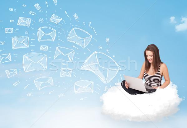 ストックフォト: 若い女性 · 座って · 雲 · ノートパソコン · かなり · 空