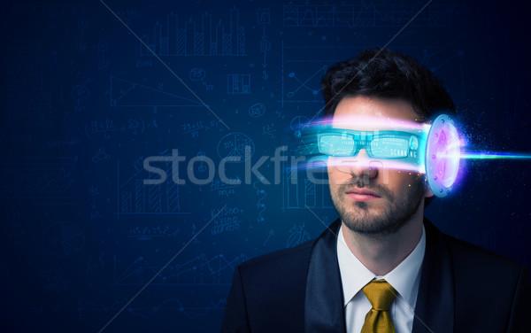 Foto d'archivio: Uomo · futuro · alto · tech · smartphone · occhiali