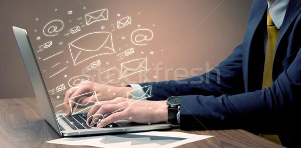 Müşteri haber harfler dizüstü bilgisayar ofis çalışanı Stok fotoğraf © ra2studio
