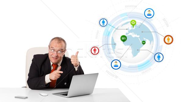 Foto stock: Empresário · sessão · secretária · olhando · laptop · globo