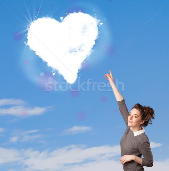 Stok fotoğraf: Sevimli · kız · bakıyor · beyaz · kalp · bulut
