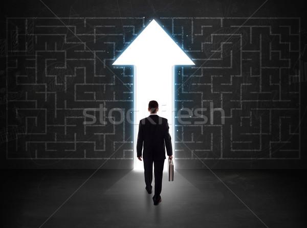 üzletember néz labirintus megoldás nyíl fal Stock fotó © ra2studio