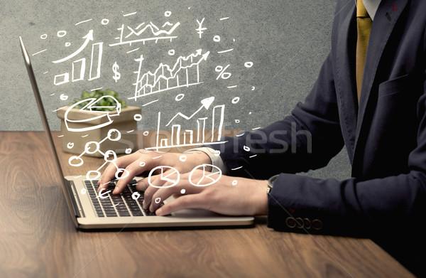 ビジネスマン 図面 チャート ノートパソコン 販売 人 ストックフォト © ra2studio