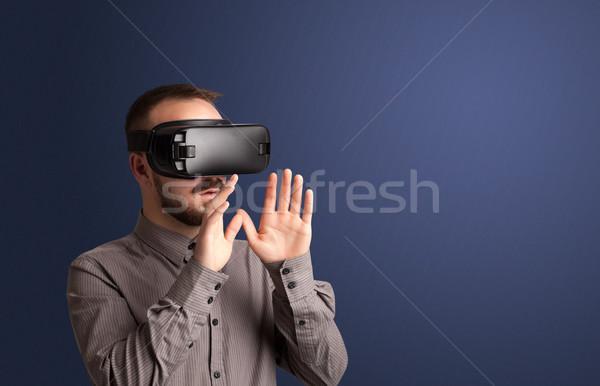 Empresário virtual realidade óculos de proteção maravilhado projeto Foto stock © ra2studio