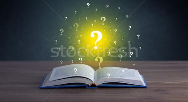 疑問符 図書 黄色 ホバリング 開いた本 質問 ストックフォト © ra2studio