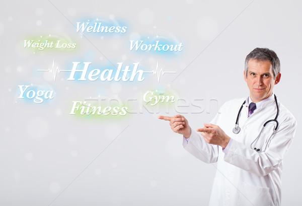 Kliniczny lekarza wskazując zdrowia fitness kolekcja Zdjęcia stock © ra2studio