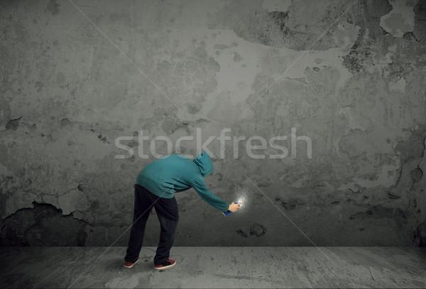 Foto d'archivio: Giovani · urbana · pittore · disegnare · graffiti · muro