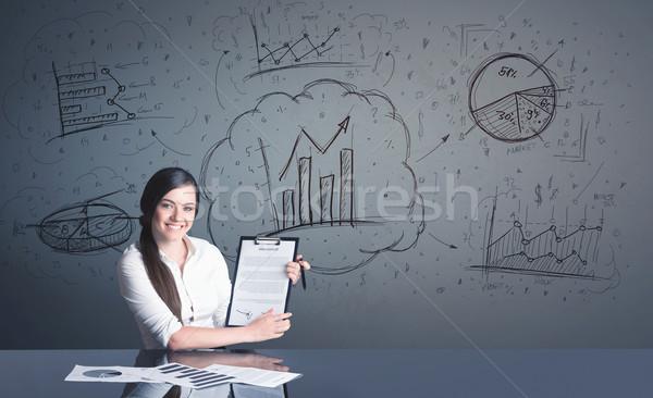 Imprenditrice business diagrammi di successo tutti computer Foto d'archivio © ra2studio