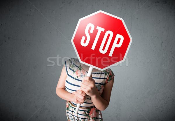 Mulher jovem sinal de parada jovem senhora em pé Foto stock © ra2studio