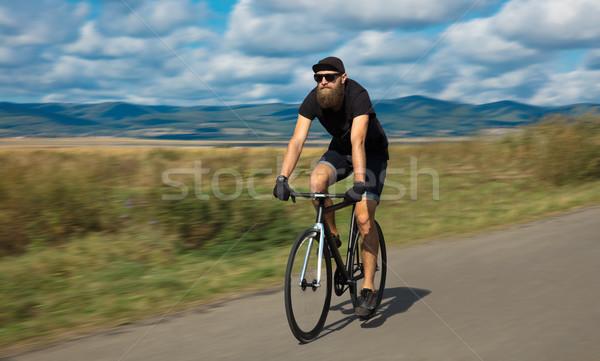 Doğal genç bisikletçi şaşırtıcı görmek şık Stok fotoğraf © ra2studio