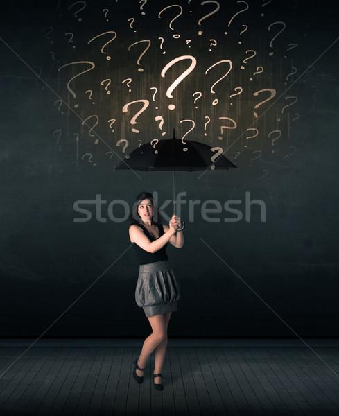 Zakenvrouw paraplu vraagtekens hand storm Stockfoto © ra2studio