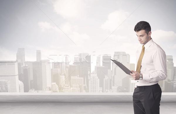 Ventas persona hablar City Scape empresario Foto stock © ra2studio