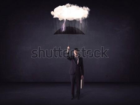 Zakenman permanente paraplu weinig storm wolk Stockfoto © ra2studio